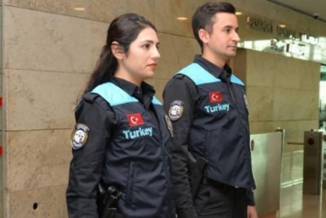 Gümrük pasaport polisleri yeni üniformalarına kavuştu