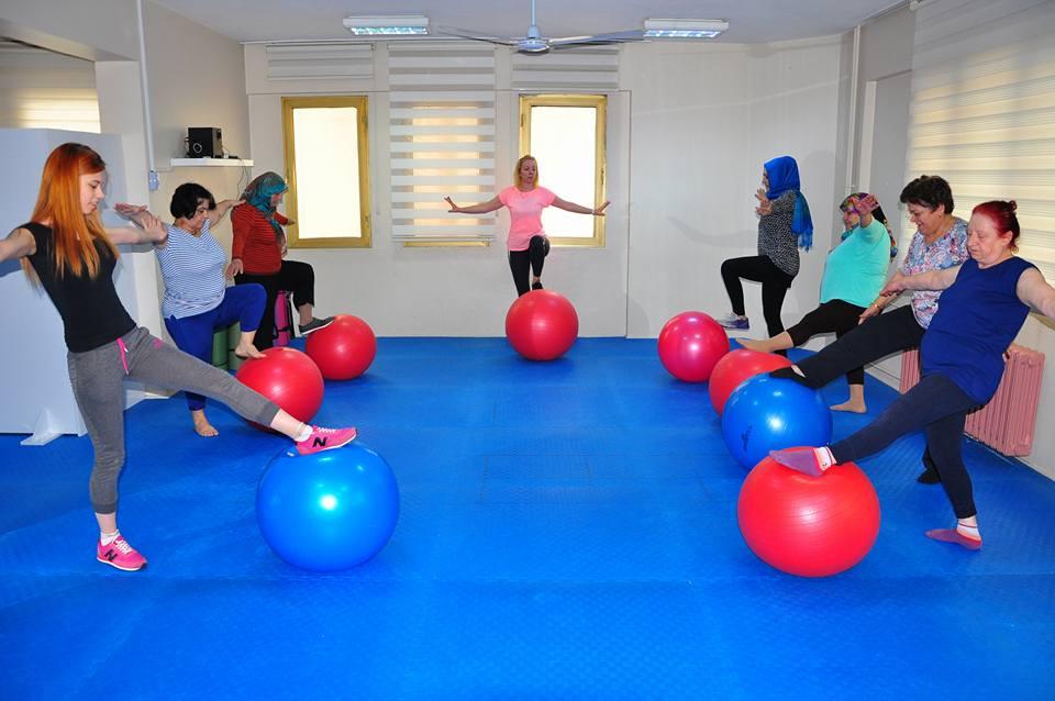 Bayanlar Step ve Aerobik Kurslarına Yoğun İlgi Gösteriyor