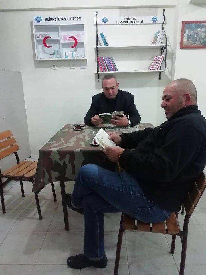Köy Kahvelerine Ecza Dolabı ve Kütüphane Geldi.
