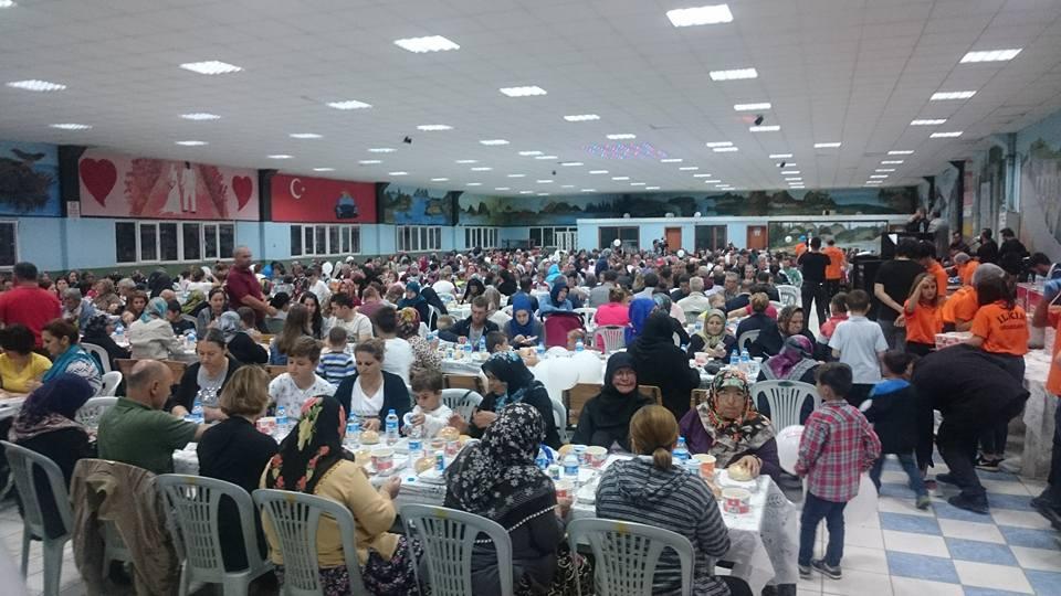 Yenikarpuzlu'da 2500 Kişiye İftar