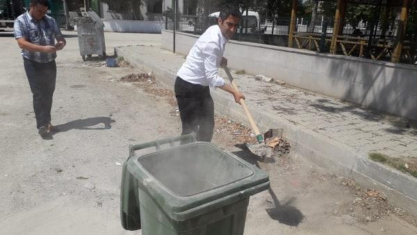 Aslantatar, Çöp Topladı.