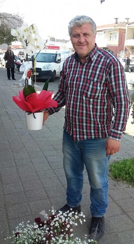 8 Mart Çiçekçileri Sevindirdi.