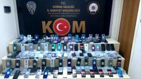 16 adet akıllı cep telefonu bulundu