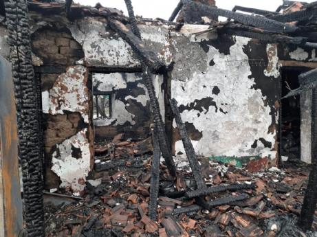 Sobadan tutuşan yorgan evi yaktı