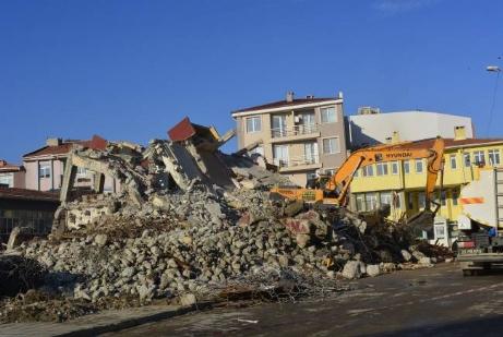 35 Yıllık Bina Yıkılıyor