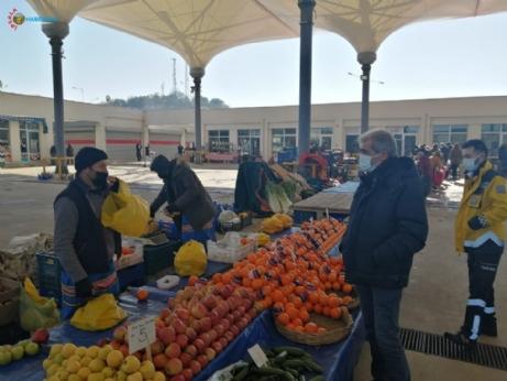 Belediye Başkanı Ünsal, pazaryerinde denetimlerde bulundu