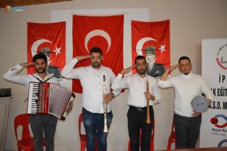 Müzisyenlerden Askere Moral Türküsü